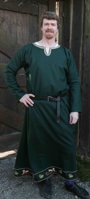 12th century male tunic